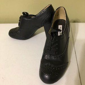 American Eagle Oxford Wingtip Black Heels Size 8